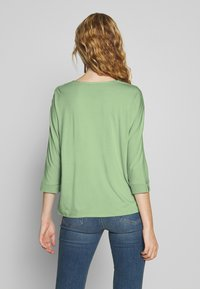 More & More - Bluser - soft green