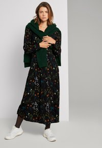 TOM TAILOR DENIM - MIT BLUMEN - Shirt dress - black flower print - 1