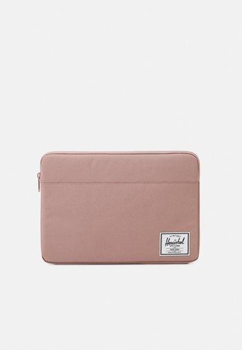 ANCHOR SLEEVE - Laptop bag - ash rose
