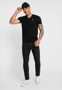 Hollister Co. - ICON VARIETY - Print T-shirt - black - 1