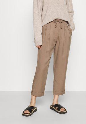 LAUREN RELAXED SUMMER PANTS - Trousers - safari