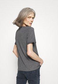 Anna Field - Jednoduché triko - mottled light grey - 2
