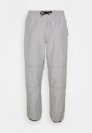 DAPTON - Teplákové kalhoty - silver