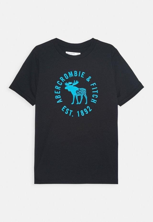 HIKE BEAST TECH LOGO  - T-shirt z nadrukiem - black