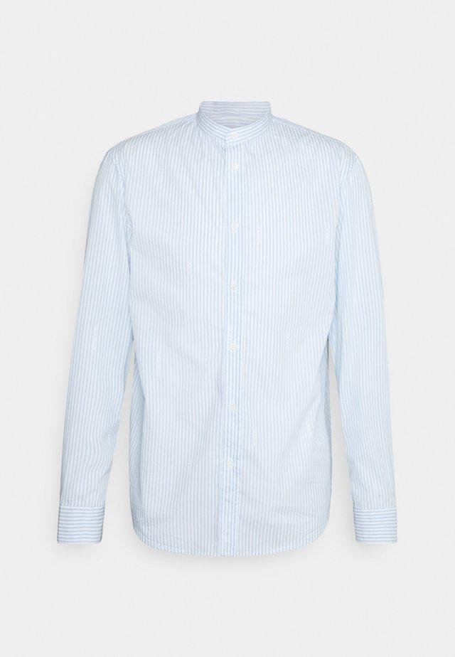 STAN OFFICIER - Overhemd - ciel