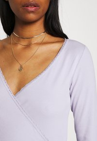 Monki - Topper langermet - lilac purple dusty light solid - 3
