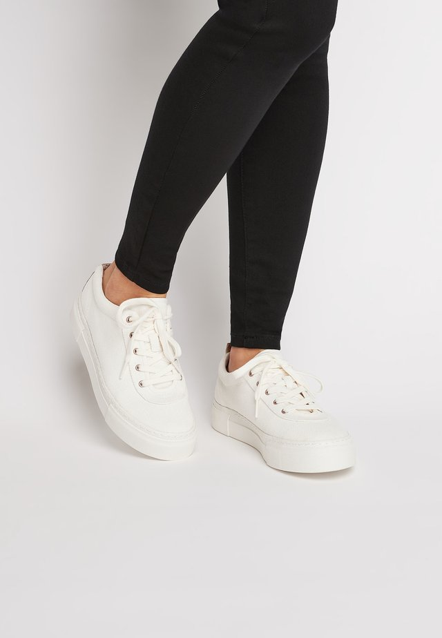 WHITE CANVAS CHUNKY LACE-UP TRAINERS - Baskets basses - white