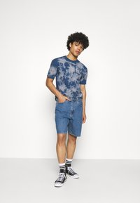 Levi's® - 469 LOOSE  - Denim shorts - blue denim - 1