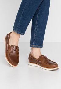 Timberland - CAMDEN FALLS - Boat shoes - mid brown - 0
