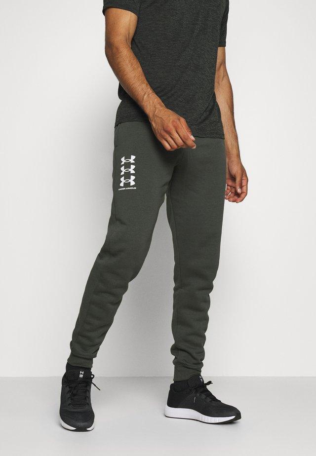 RIVAL MULTILOGO - Pantalon de survêtement - baroque green