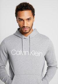 Calvin Klein - LOGO HOODIE - Hoodie - mid grey heather - 3