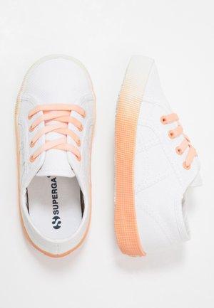2750 - Nazouvací boty - white/orange melon