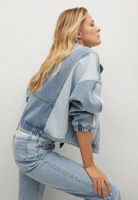Mango - JULIETA - Relaxed fit jeans - middenblauw - 4