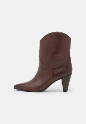 LICORICE - Kovbojské/motorkářské boty - maroon brown