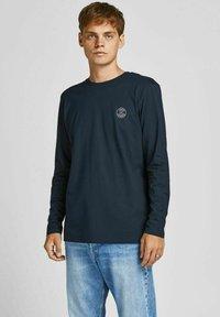 Jack & Jones - BASIC - Pitkähihainen paita - navy blazer - 0