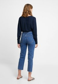 Abercrombie & Fitch - MARBLED ULTRA HIGH RISE ANKLE - Straight leg jeans - dark blue denim - 3