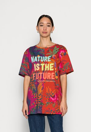 NATURE IS THE FUTURE - T-shirts med print - orange