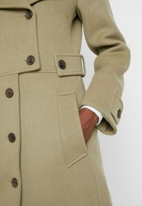 IVY & OAK - Trenchcoat - frosty sage - 5