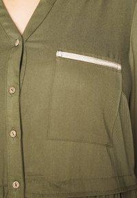 ZAY - YFIERCE  DRESS - Robe chemise - rifle green - 5