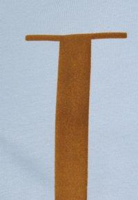Les Deux - ENCORE  - Print T-shirt - dust blue/stone brown - 3