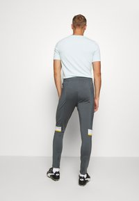 Under Armour - CHALLENGER III TRAINING - Trainingsbroek - pitch gray - 2