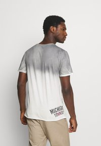 Key Largo - T-shirt con stampa - silver - 2