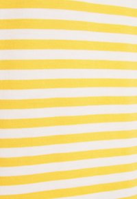 Selected Femme - SLFMY PERFECT SS TEE BOX CUT STR COLOR B - Print T-shirt - citrus/snow white - 2