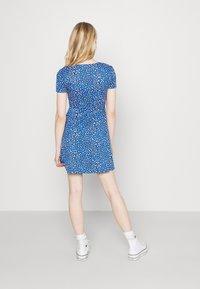 Tommy Jeans - FLARE LEO PRINT DRESS - Jersey dress - blue - 2