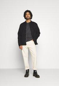 AllSaints - BRACE CONTRAST CREW - Basic T-shirt - soot black marl - 1
