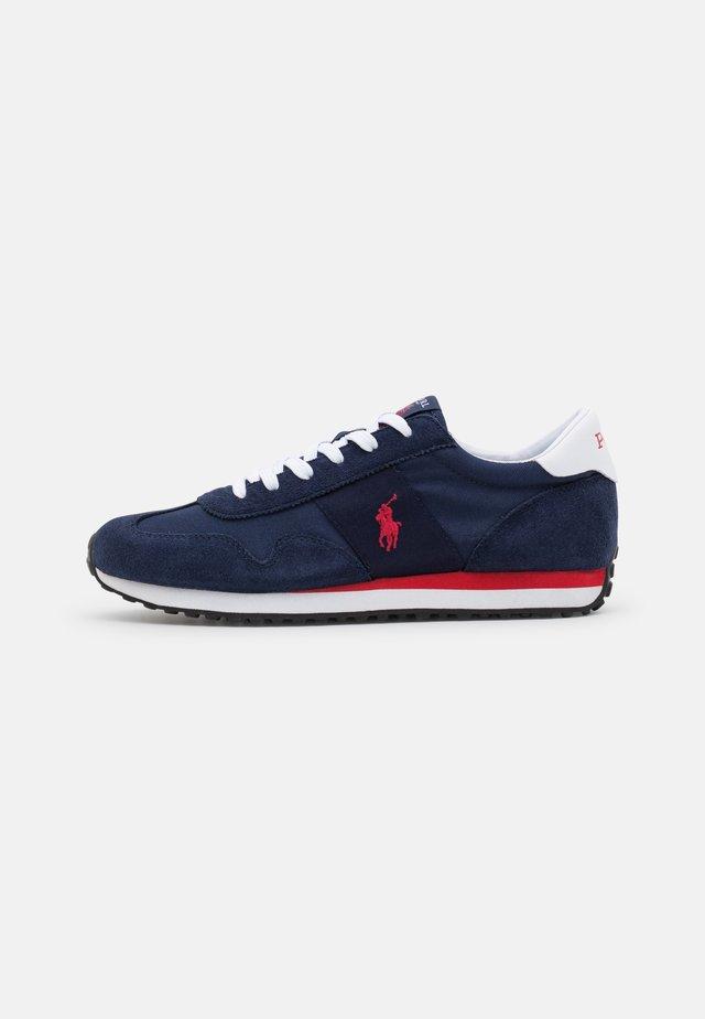 TRAIN 85 - Sneakersy niskie - newport navy/red