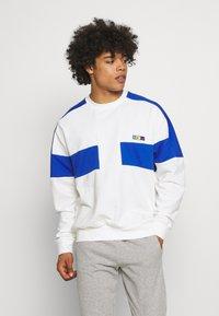 Nike Sportswear - REISSUE FAIRLEAD CREW - Sweatshirt - sail/game royal - 0