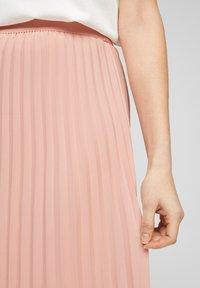 s.Oliver BLACK LABEL - MIT PLISSEEFALTEN - Jupe plissée - spring rose - 5
