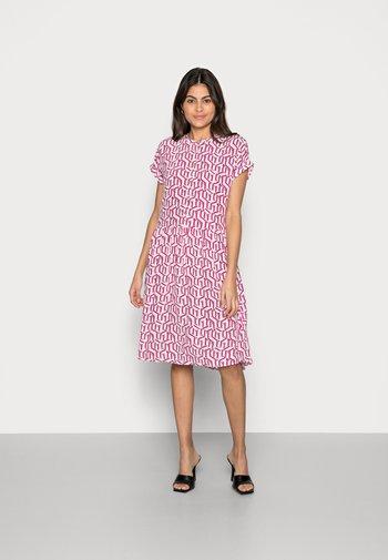 KNEE DRESS - Košilové šaty - pink