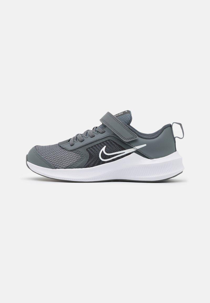 Nike Performance - DOWNSHIFTER 11 UNISEX - Hardloopschoenen neutraal - smoke grey/white/iron grey
