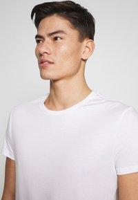 Pier One - 5 PACK - T-shirt basic - olive/ white/ navy /yellow /black - 8