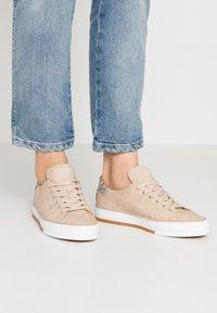 Esprit - SIMONA - Sneakers - bark - 0