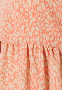 Pieces Maternity - PCMGILBERTA  DRESS - Day dress - deep sea coral - 2