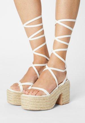 KENDRA - Korkeakorkoiset sandaalit - white