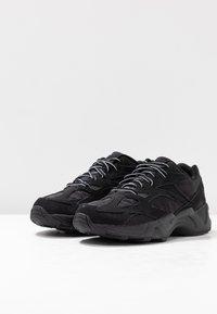 Reebok Classic - AZTREK 96 TRANSLUCENT - Sneakers laag - black/neon lime/true grey - 6