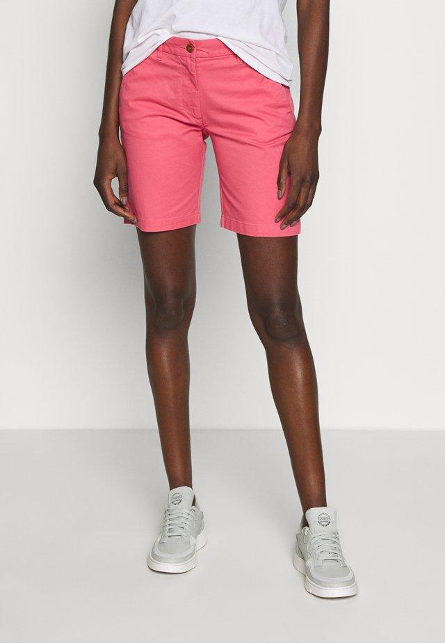 CLASSIC CHINO - Shorts - rapture rose