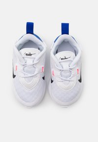 Nike Sportswear - REPOSTO UNISEX - Tenisky - white/black/flash crimson/game royal - 3