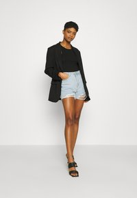Missguided - EXTREME FRAY RIOT - Shorts di jeans - light blue - 1