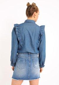 Pimkie - MIT VOLANTS - Button-down blouse - blau - 2