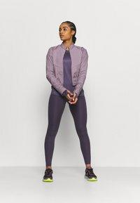 Nike Performance - MILER - Funktionsshirt - dark raisin/silver - 1