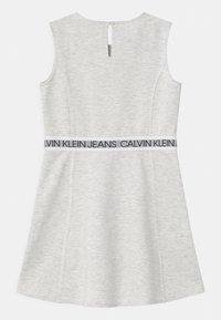 Calvin Klein Jeans - LOGO TAPE SLEEVELESS  - Vestito di maglina - grey - 1