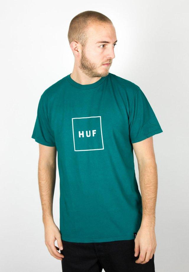 BOX LOGO - Print T-shirt - quetzal green