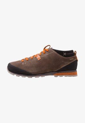 BELLAMONT II GTX - Hiking shoes - beige/orange