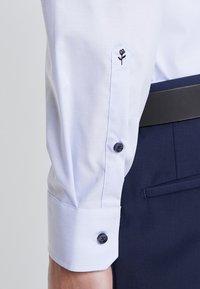 Seidensticker - BUSINESS KENT PATCH EXTRA SLIM FIT - Formal shirt - hellblau - 6