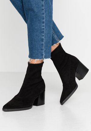 CAILLA - Classic ankle boots - schwarz