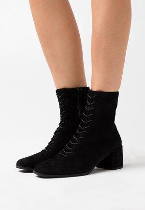 STINA - Bottines à lacets - black